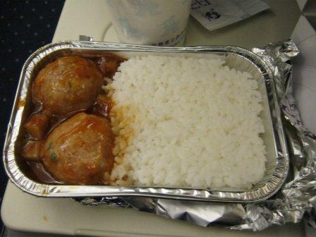 ¿La comida de los aviones causa estreñimiento?